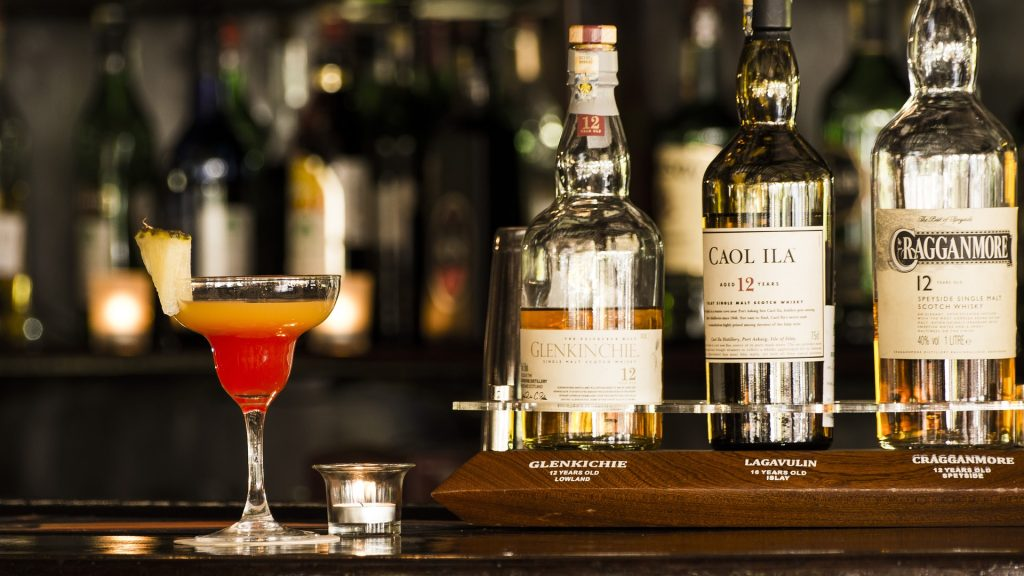 whiskey cocktail 1024x576 - The Five Most Luxurious Bars in London