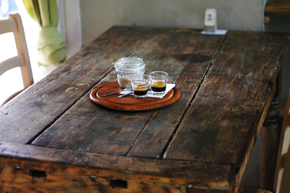 wood table - Women love good interiors