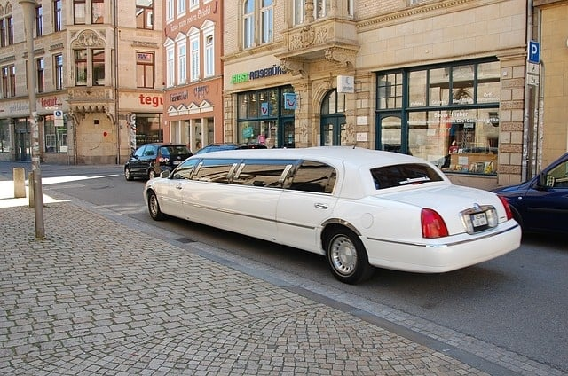 limousine 1126028 640 1 - What Kind of Occasion Justifies the Use of a Limousine?