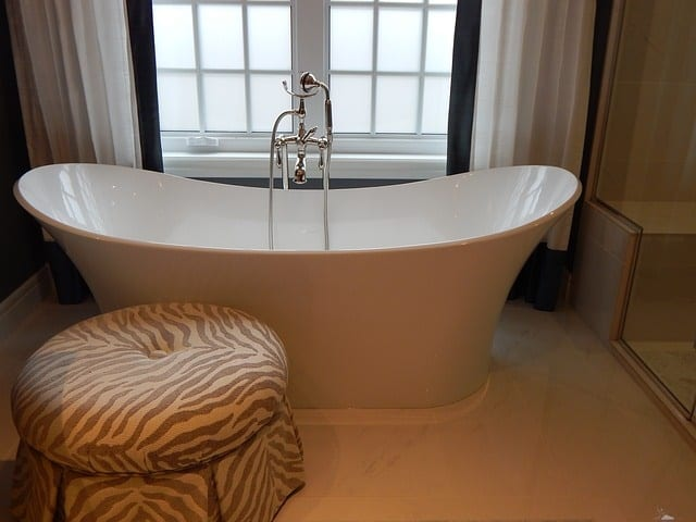 bathtub 902362 640 - 7 Home Renovation Trends in 2016 to Consider for Your House