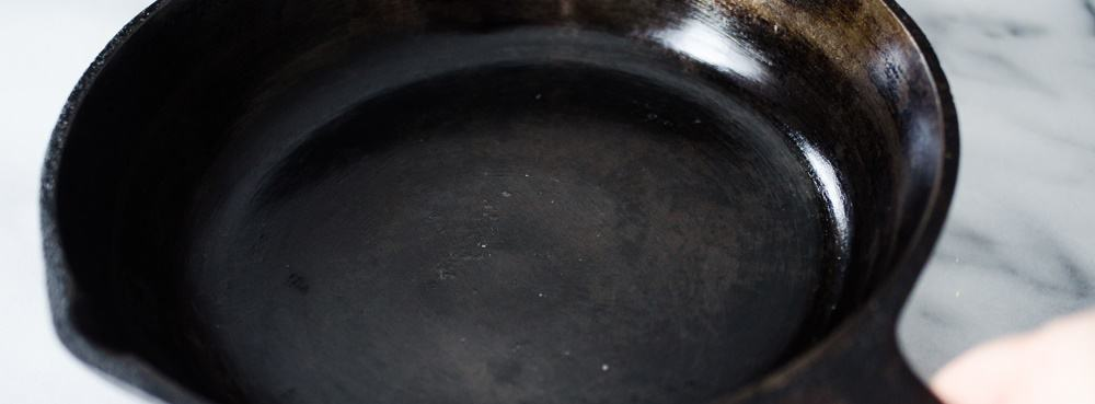 5 cast iron skillet - It's a Man's World: 17 Essential Kitchen Items for Your Bachelor Pad