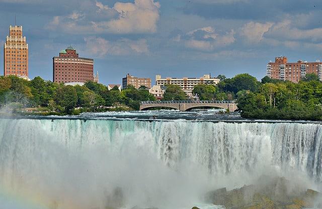 niagara falls 2112307 640 - 5 Great Spots to Visit in the Niagara Falls Area