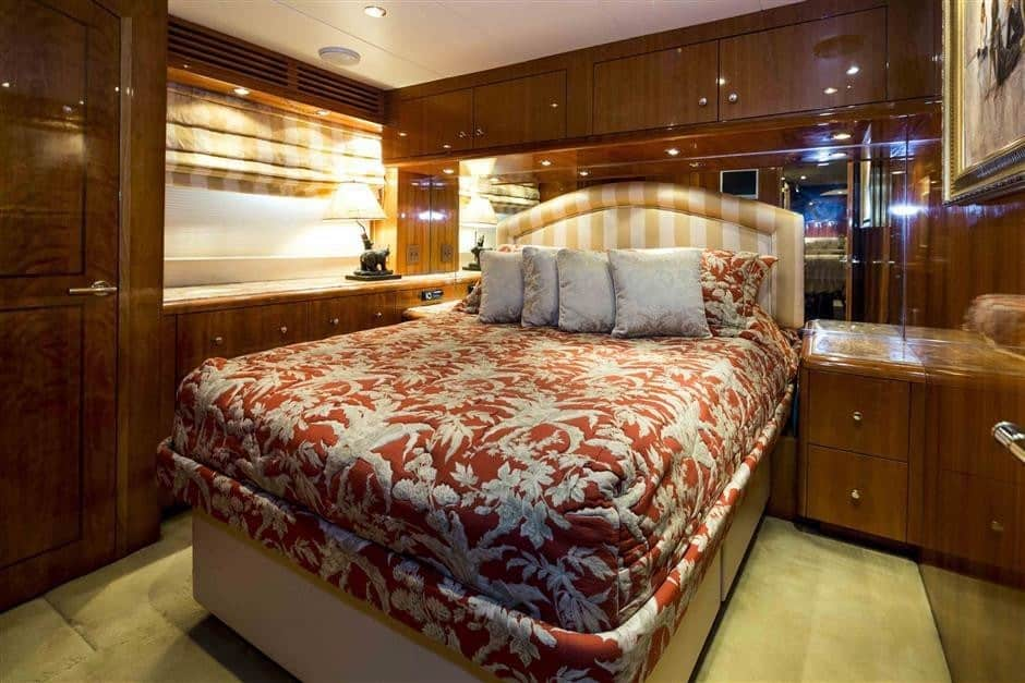 4 2 - Own Hatteras perfection with M/Y NICOLE EVELYN for sale