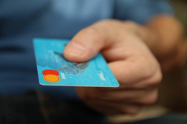 money card business credit card 50987 5 - Men: Here's What Women Will Think Your Credit Card Says About You