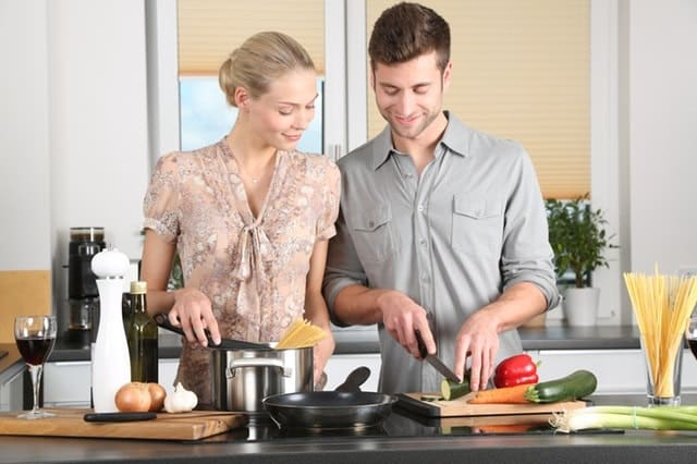 woman kitchen man everyday life 298926 - 5 Reason to Start Drinking Wine When You're Over 30