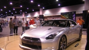Nissan GTR vs. Nissan 370Z – Which One Should You Choose?