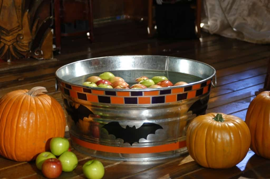 b 1024x681 - How to Prepare a Halloween Party