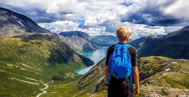 Signs You Should Pack Your Bags and Go Travelling