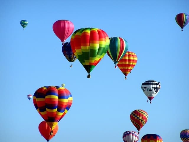 hot air balloons hot air ballooning event 51377 - Unique Destinations for a Romantic Weekend