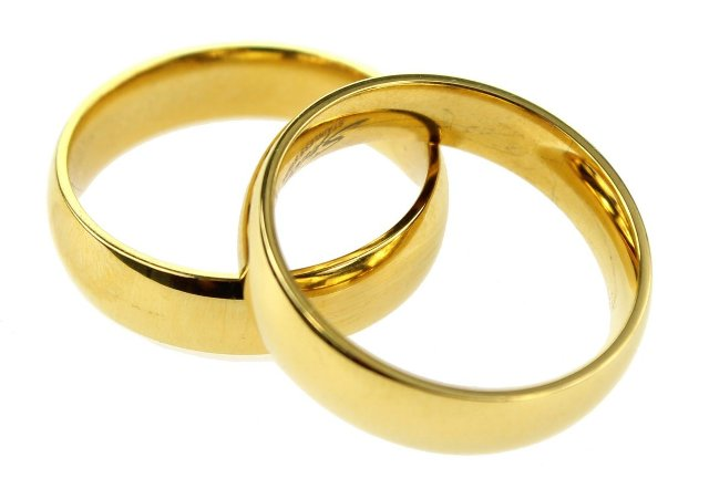 golden wedding ring - The ultimate guide to taking care of men's wedding bands - Tips and suggestions!