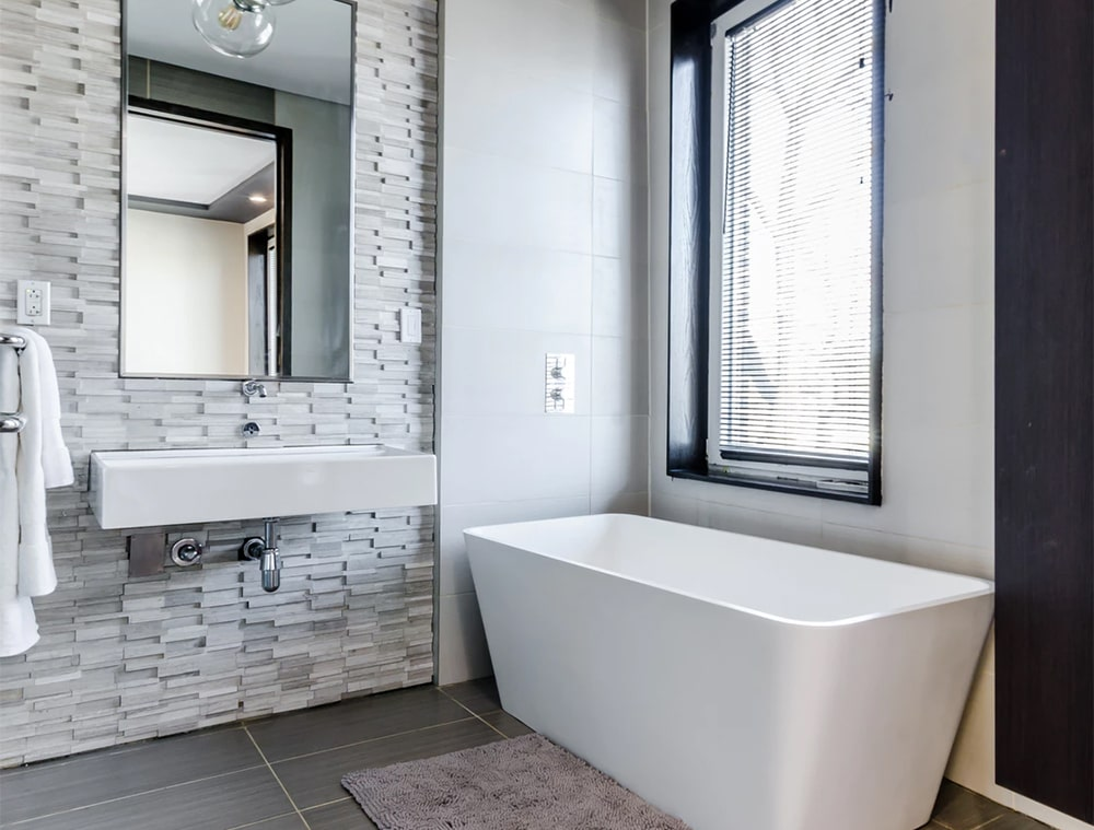 gentelmen bathroom - Styling Tips for the Gentleman's Luxuriously Large Bathroom