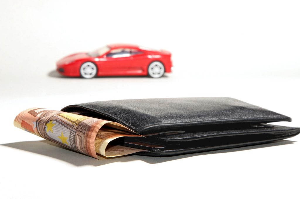 saving while buying a new car 1024x682 - Saving When It Comes to All of Your Driving Expenses