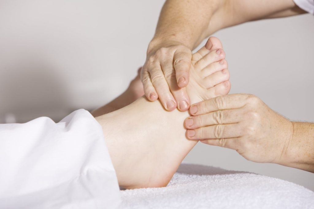Massage your feet 1024x682 - 5 Things you should know about healing cold feet