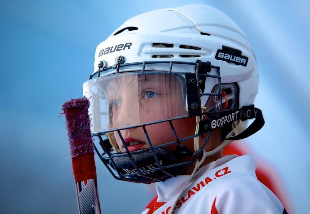 hockey player 1024x706 - How To Select A Hockey Helmet