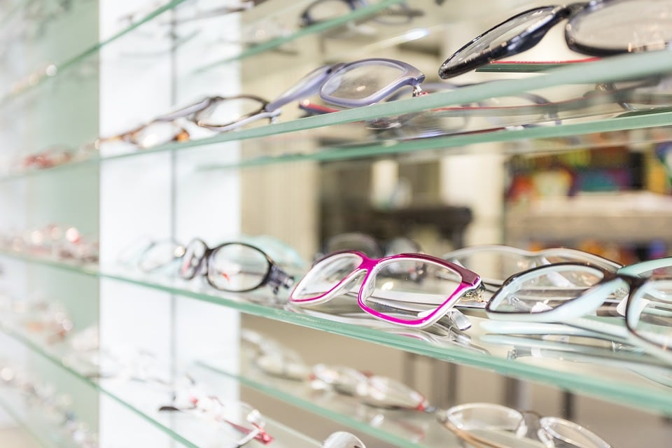 glasses - Advantages and Disadvantages of Various Types of Contact Lenses