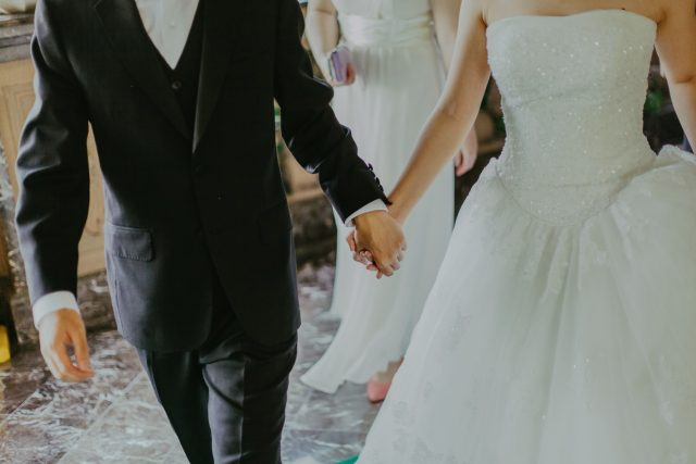 Having a Wedding During a Pandemic? Here's What You Need to Know