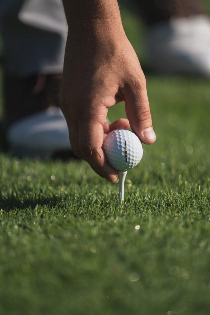 peter drew YBRMHuQIk2Q unsplash 683x1024 - 5 Essential Golf Accessories for Summer 2021