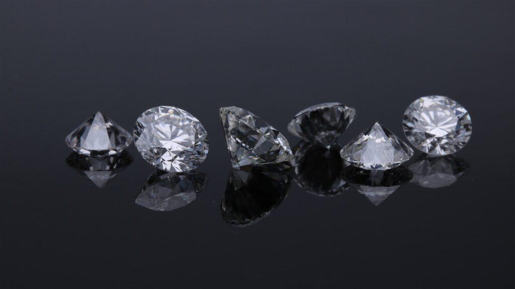 edgar soto gb0BZGae1Nk unsplash 1024x575 - Are Diamonds Compatible with New Luxury?