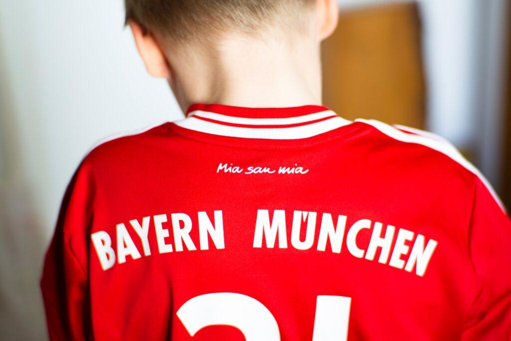 markus spiske d47tgof 2SQ unsplash 1024x683 - Vintage Football Shirts