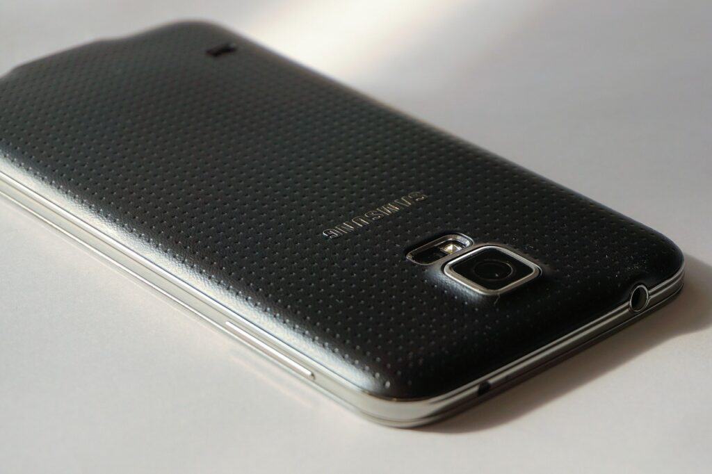 phone 1231122 1280 1024x682 - What is the Best Smartphone for Seniors?
