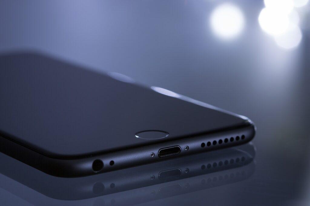 apple 1867461 1280 1024x683 - Casino games: Desktop vs handheld