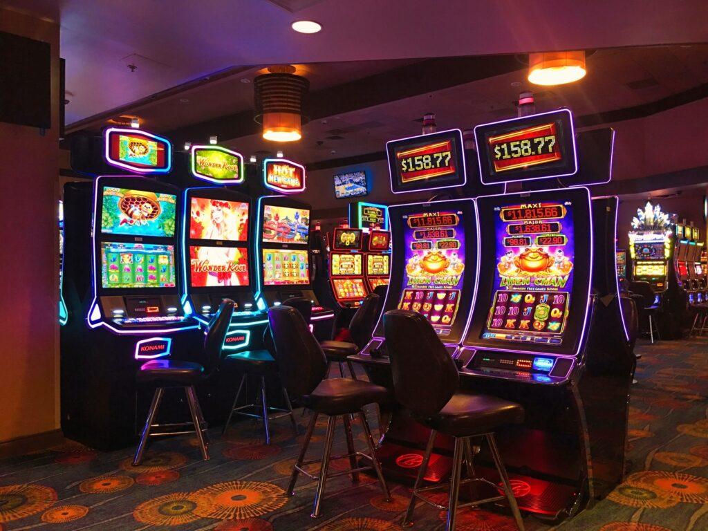 christopher ryan Ld NoMgLw8Y unsplash 1024x768 - The New Era of Slots: Digital vs Physical