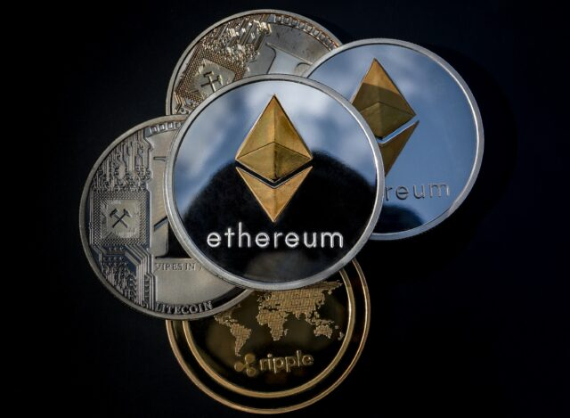 Top Cryptocurrencies That Are Giving a Tough Competition to the Bitcoin!