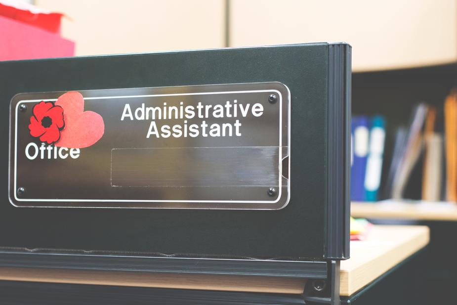 administrative assistant sign - These 5 Jobs are Offered as Online Degrees