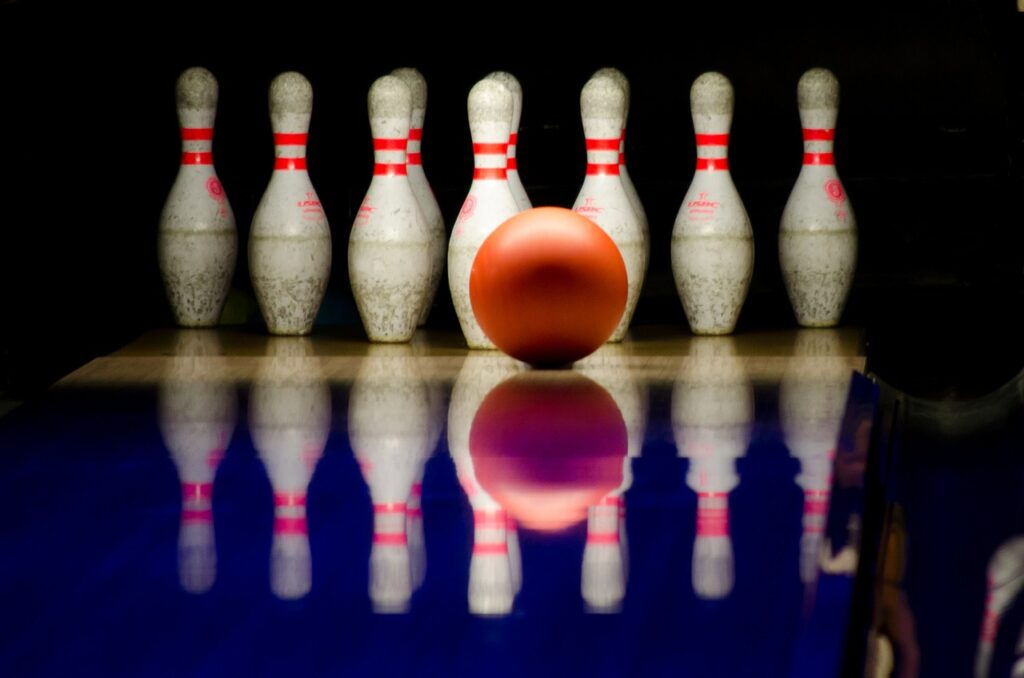 bowling 596766 1280 1024x678 - The Best Bowling Places in Singapore