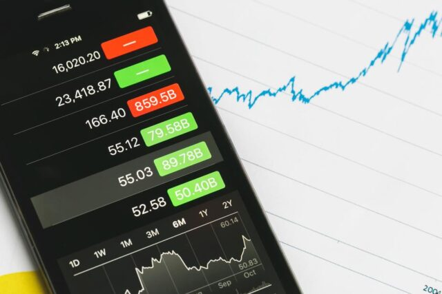 Gen Z Investors: How This Generation is Cautiously Embracing Cryptocurrency
