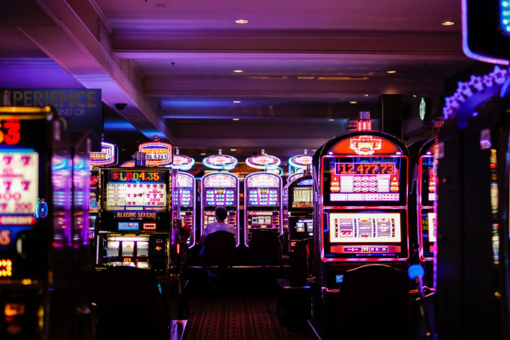 benoit dare wPXEQz40f8s unsplash 1024x683 - The Digitalisation of the Glamour: How the Online Casino Manages the Impossible