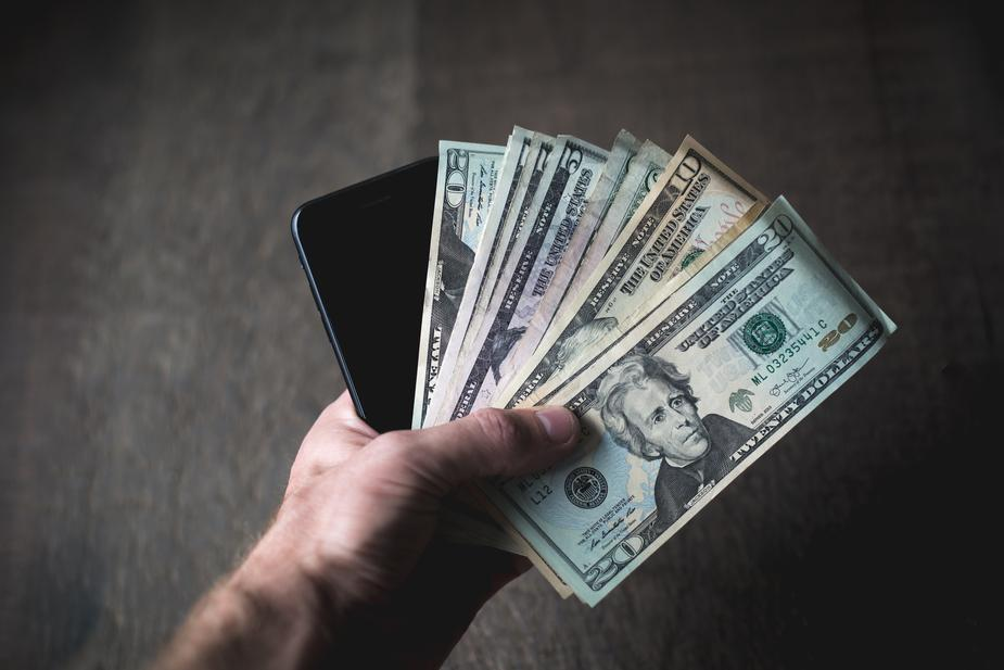 cash smartphone - 9 Surprising Ways to Earn Extra Cash from Your Phone