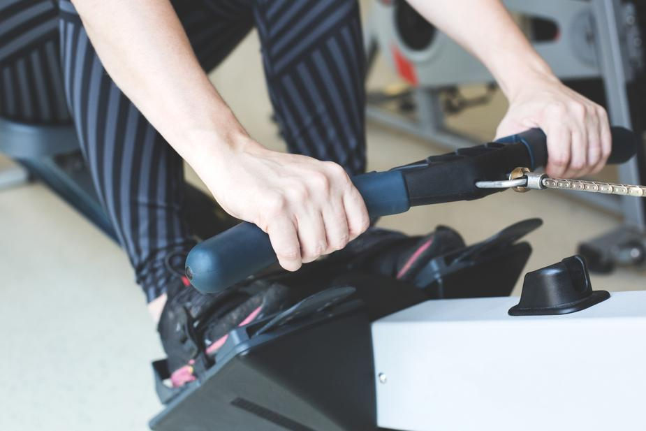 hands pulling rowing machine - 4 Stretching machines to invest in for your gym