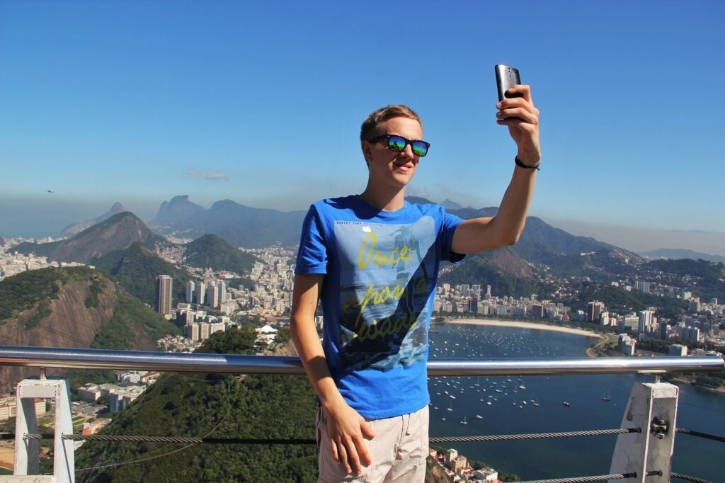 selfie 1118885 1280 1024x682 - How a Man Should Manage His Instagram Account