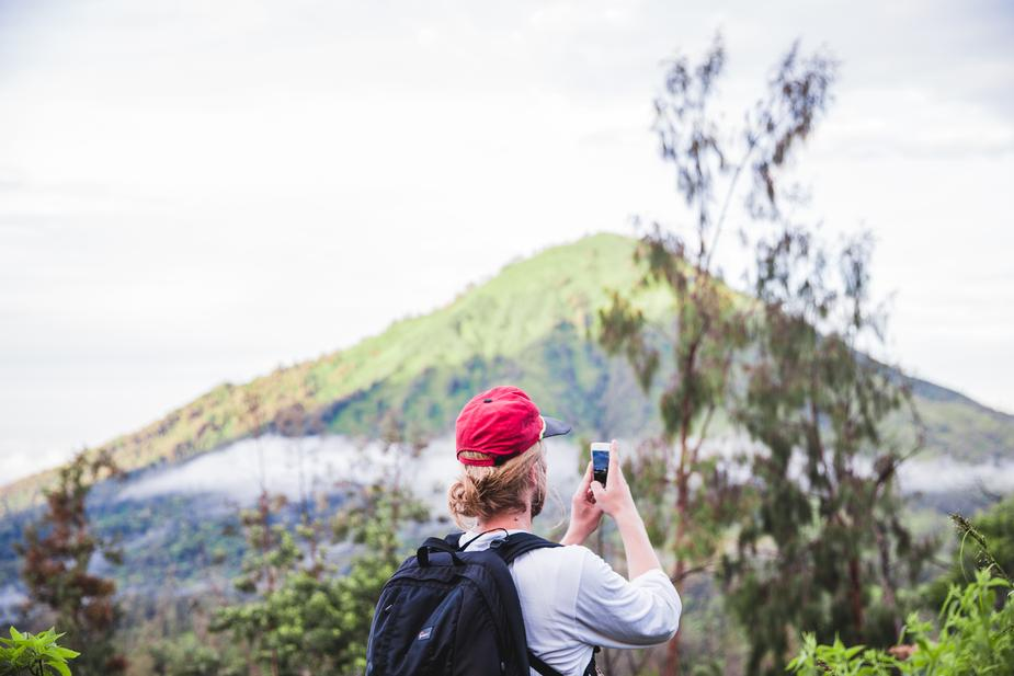 traveller takes picture - 9 Surprising Ways to Earn Extra Cash from Your Phone