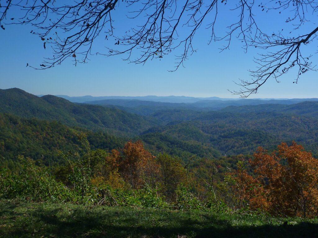blue ridge mountains 2635242 1280 1024x768 - 5 Top Destinations for a Boys' Trip