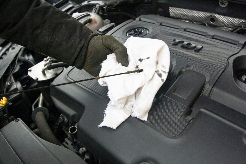 oil 3979023 1280 1024x682 - 10 Ways to Save Money on Auto Repairs