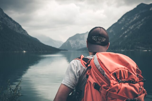 How to Generate Passive Income While Traveling the World