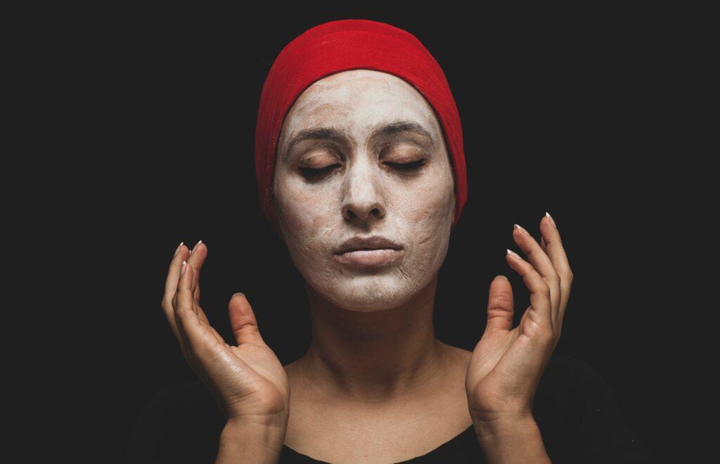 engin akyurt 7 EiWJ 0pv0 unsplash 1024x660 - Is It Okay for Men to Wear Makeup?