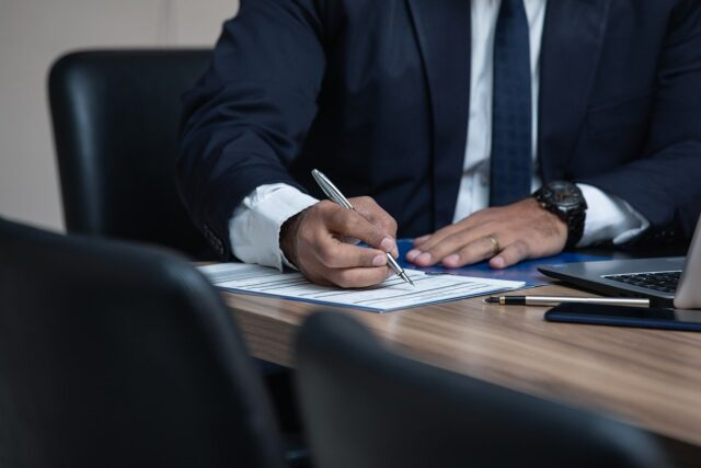 Is It Worth Getting an Employment Lawyer?
