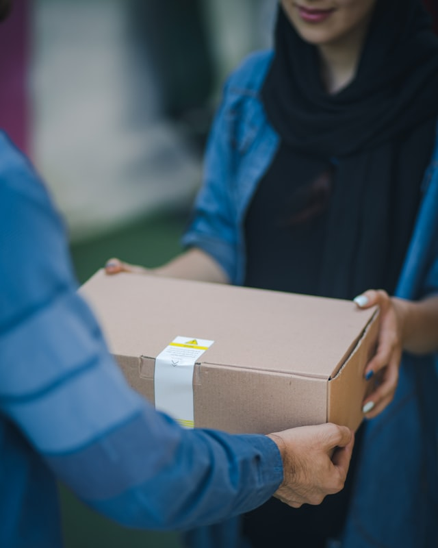 rosebox BFdSCxmqvYc unsplash - How to choose the right courier service for your business